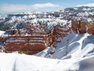 trail-in-bryce-in-wintertime